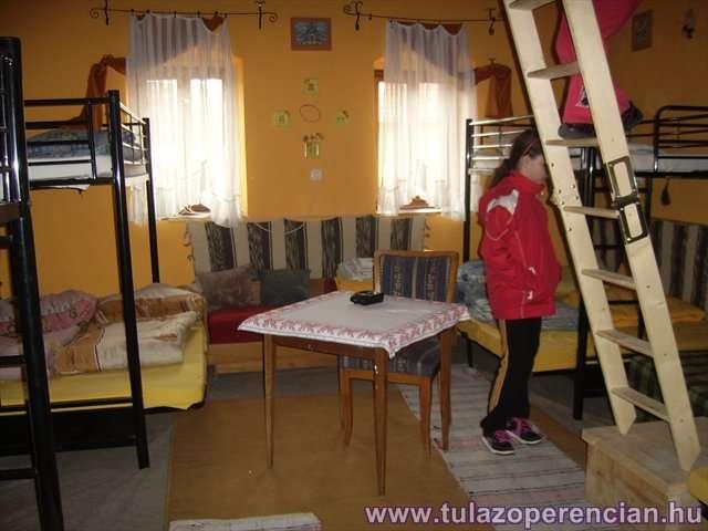 Napraforgósárga szoba